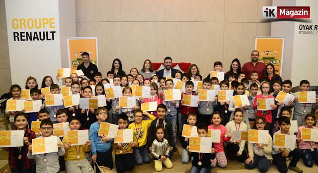Büyükler İşte Çocukları Oyak Renault'un Kış Okulunda