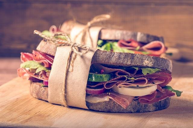Avrupa'da Öğle Yemeği Saatleri Kısalıyor