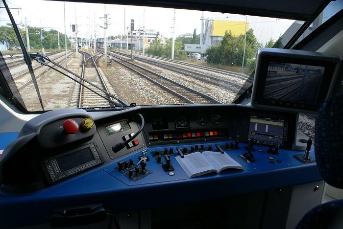 Mesaisi Biten Makinist Treni Durdurup İndi