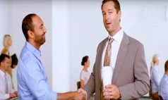 Photo of Görünen Kurumsallık İle Aslında Olanı Karşılaştıran Banka Reklamı